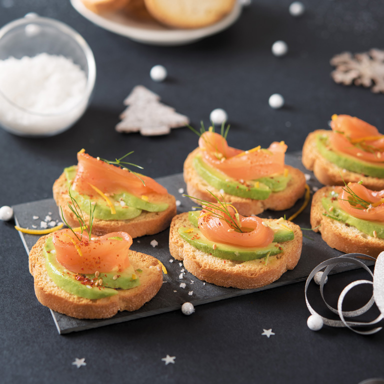 Mini toasts saumon & avocat aux agrumes